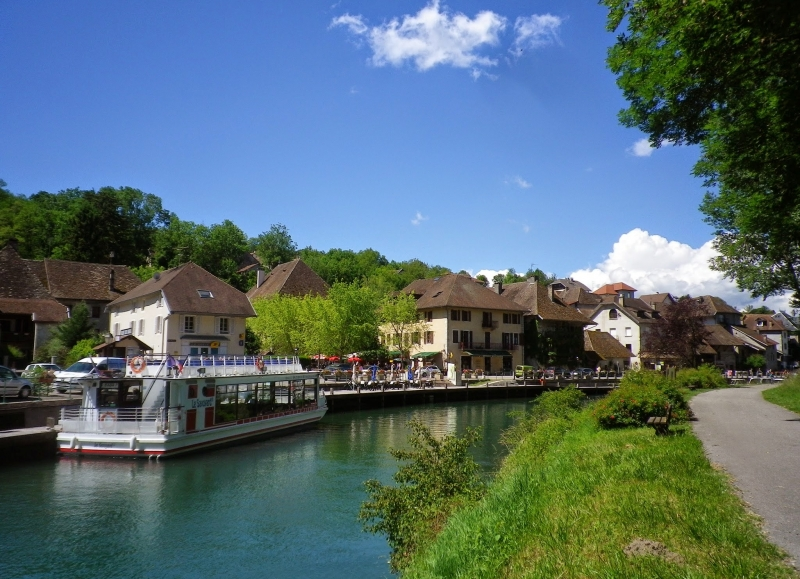 Three lakes cycling tour in France: Geneva, Bourget & Annecy lake