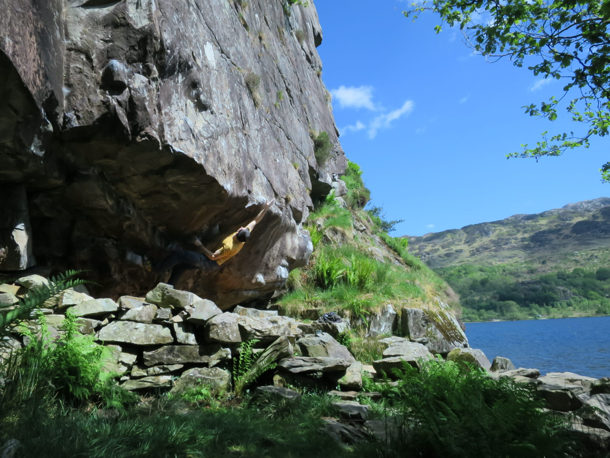 Outdoor guided bouldering in Snowdonia: Wales boulder coaching