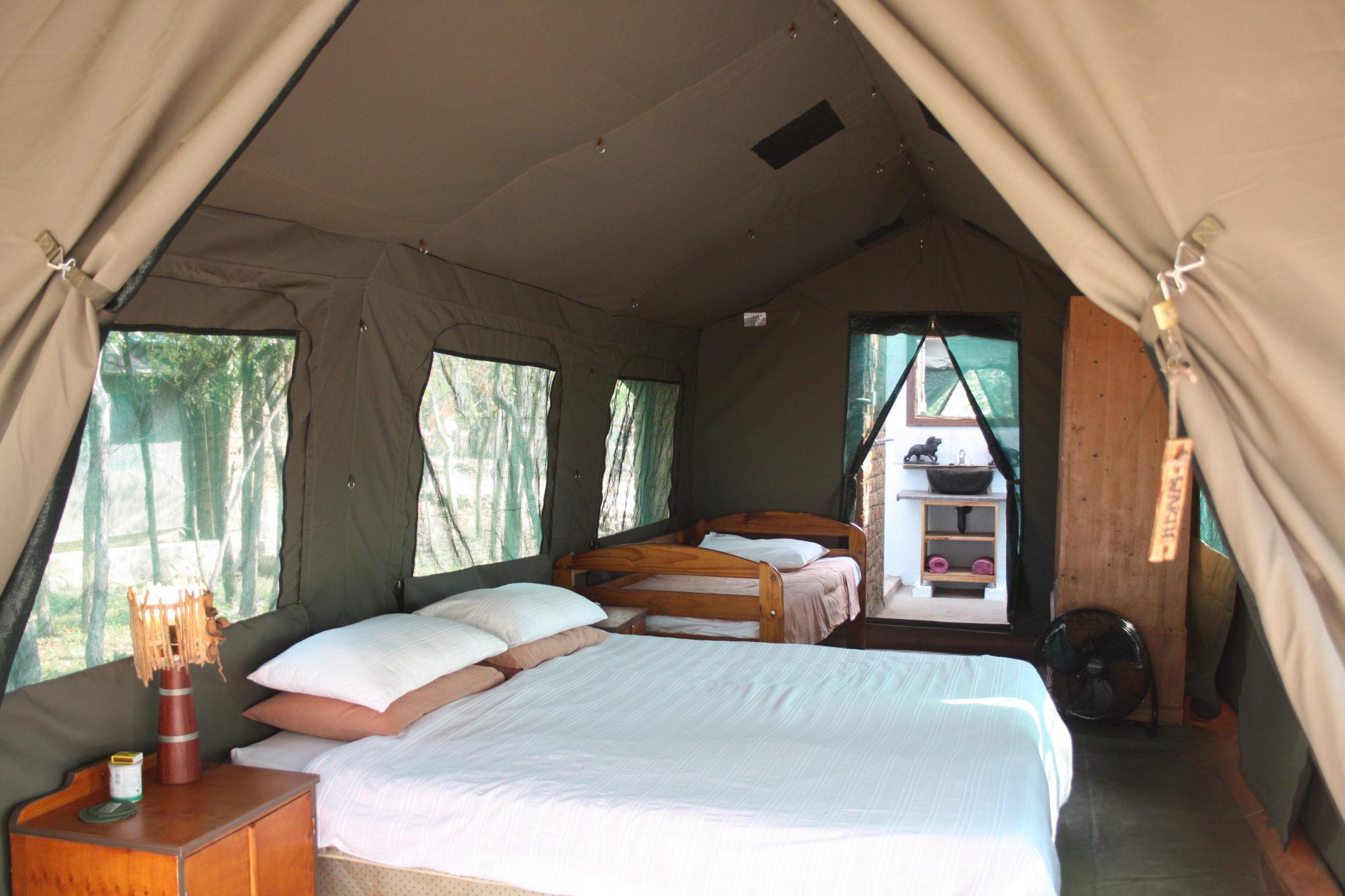 Warthogs Safari Camp in Zimbabwe: Lake Kariba camping