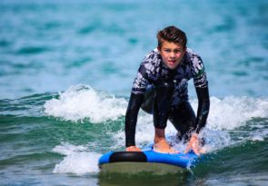 Newquay beginner surf lessons in Crantock