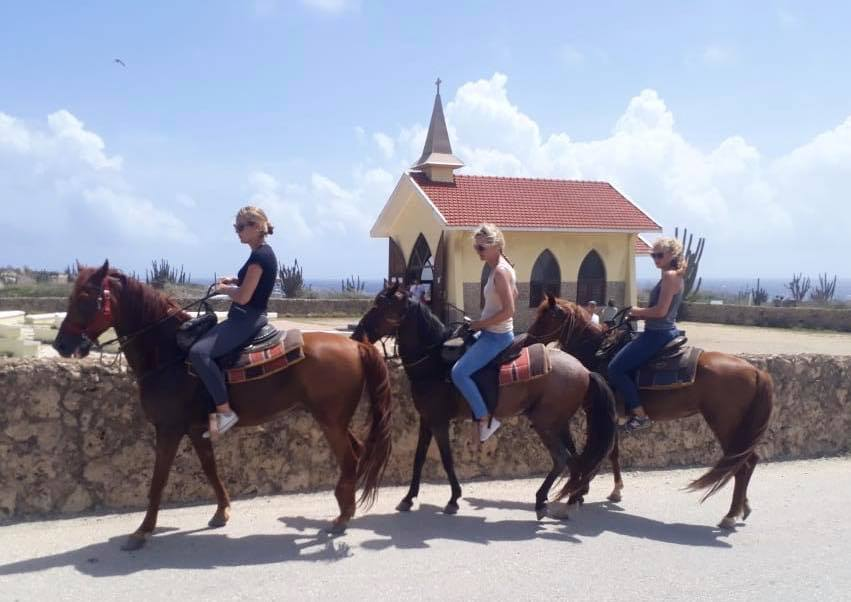 2 hour Aruba Horse riding experience: Countryside and Chapel