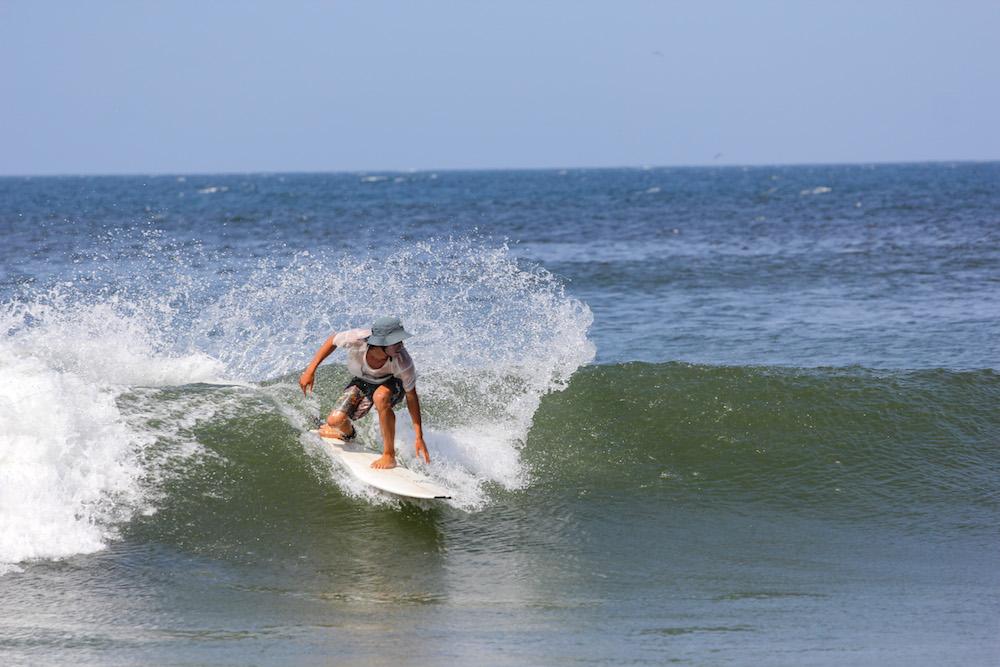 Guided surfing holiday in Peru: El Ñuro surf Camp near Mancora