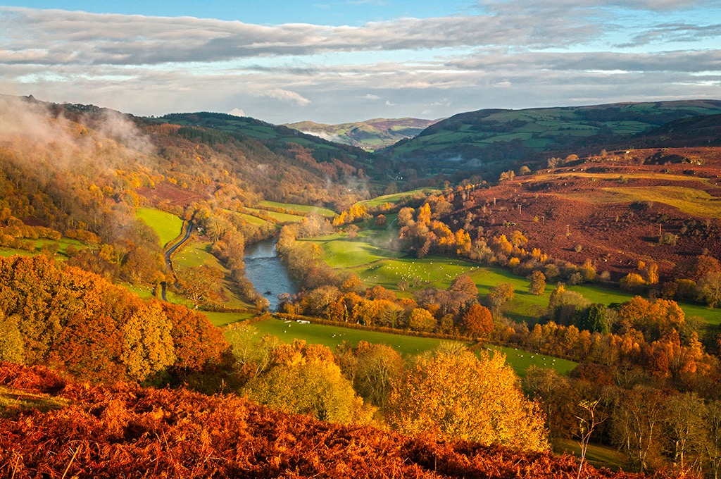 Lon Las Cymru cycle tour in Wales: UK biking holiday