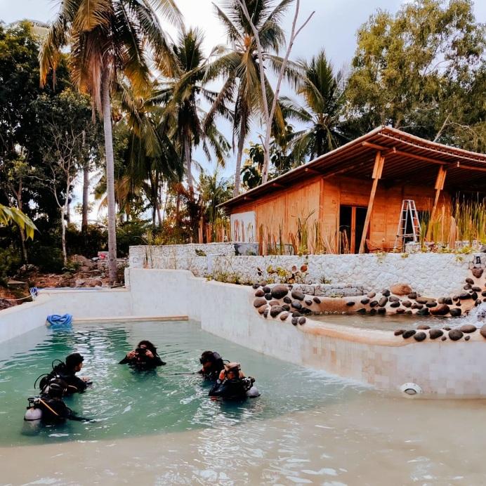 Reeflex Divers Scuba Diving pool Nusa Penida Indonesia photo by Cara Rees