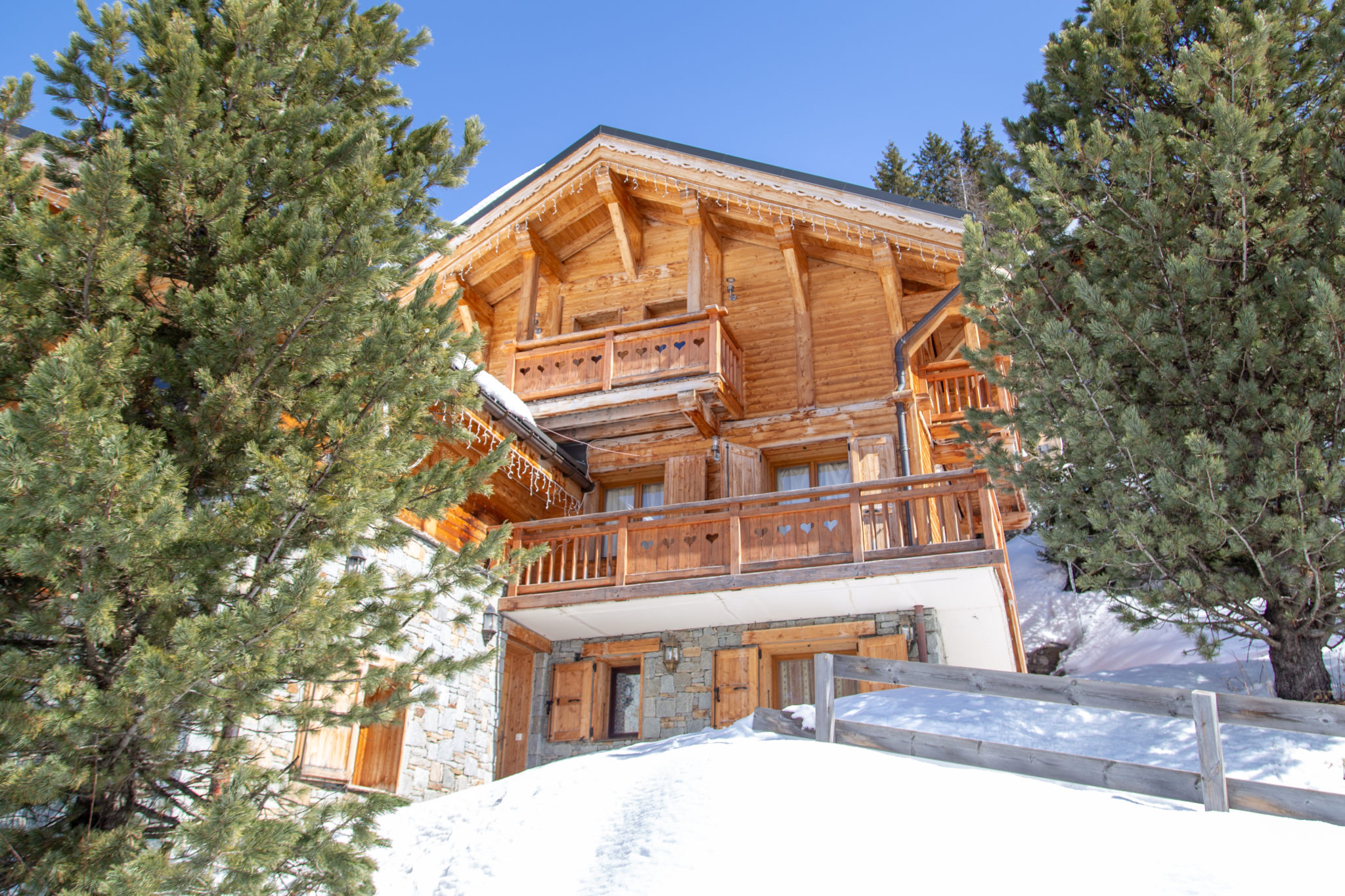 Chalet Lapin: French catered ski chalet in La Plagne 1800