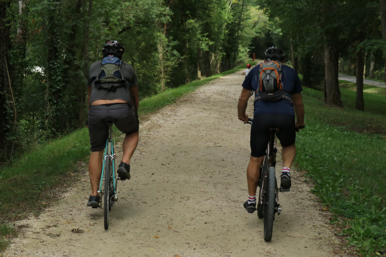 Two cyclists enjoying easy cycling along the Voie Verte in Aude