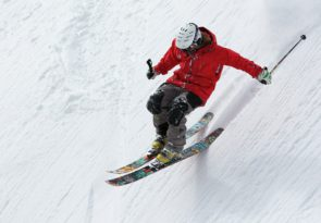 What to buy a skier for christmas 2021 Pixabay royalty free image
