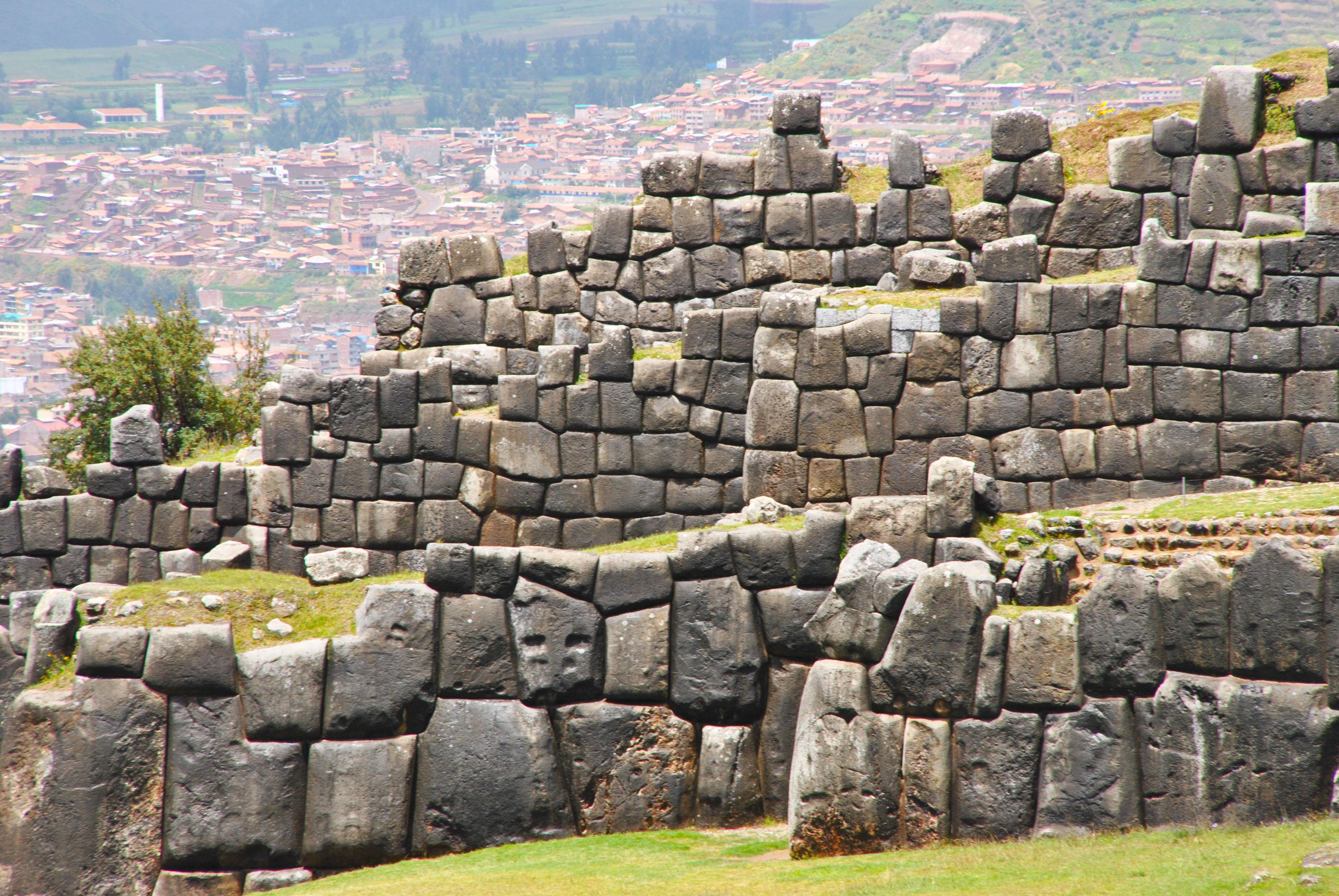 5 of the best Inca sites in Peru: Machu Picchu Sacsayhuaman, Peru